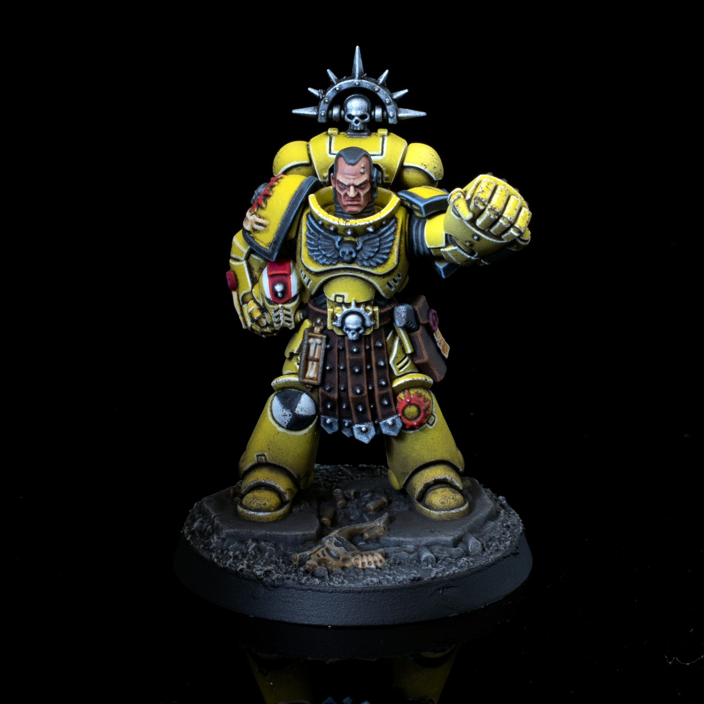 Imperial Fists 5th Company Lieutenant with Power Fist