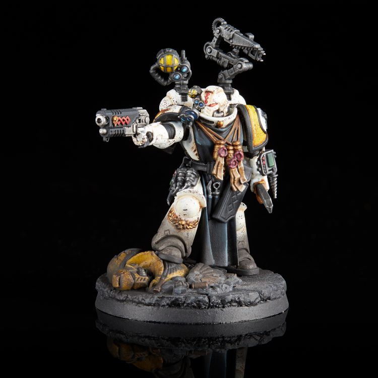 Imperial Fists Primaris Apothecary