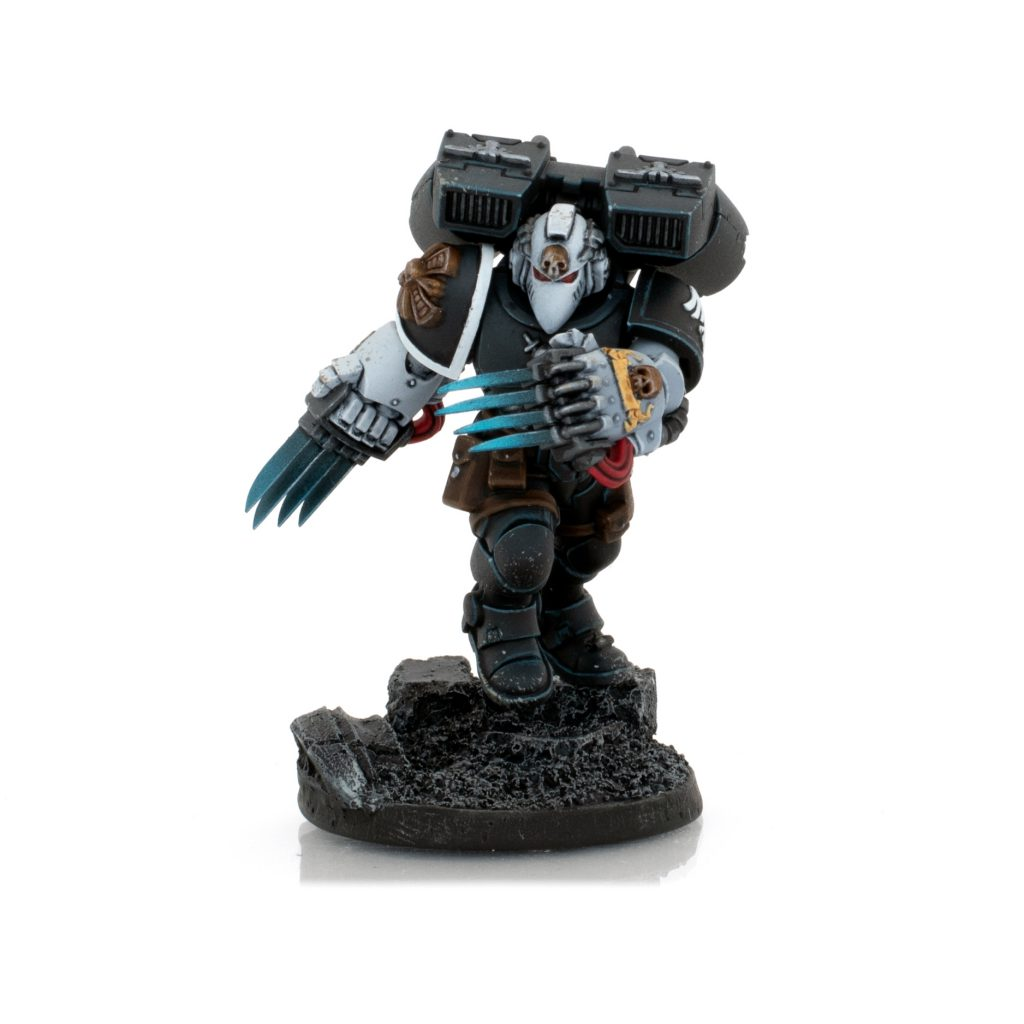 Raven Guard Primaris Vanguard Vet with Lightning Claws